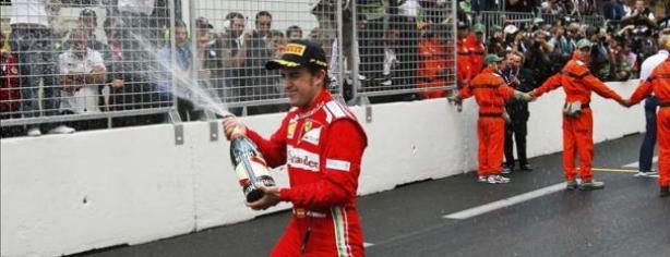 Fernando Alonso festeja su tercer puesto en Mónaco/ lainformacion.com/EFE