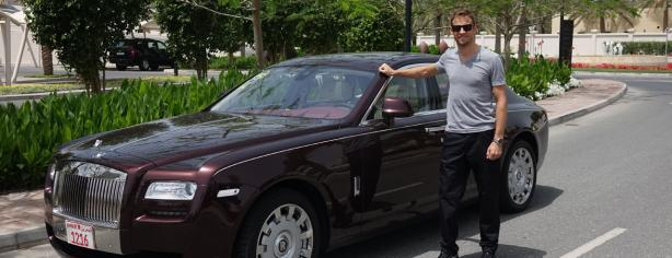 Jenson Button con un Rolls-Royce en el último Gran Premio de F1
