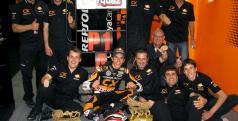 Marc Márquez con su equipo
