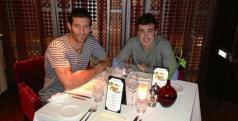 Fernando Alonso y Mark Webber cenando en Dubai/ Twitter