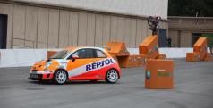 Toni Bou en el coche con el que competirá en Alcañiz