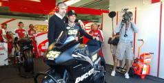 Cal Crutchlow ya es piloto de Ducati/ Twitter