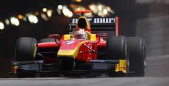 Dani Clos con su monoplaza de las GP2 Series
