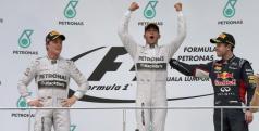 Hamilton celebra la victoria junto a Rosberg y Vettel/ lainformacion.com
