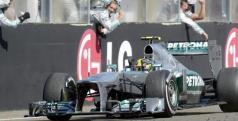 Hamilton celebra su victoria en Hungría/ lainformacion.com