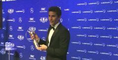 Marc Márquez con su premio Laureus/ Twitter
