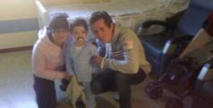 Nico Terol durante su visita al hospital de Xátiva/ Twitter