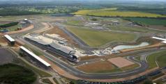 Panorámica de la entrada a Boxes en Silverstone