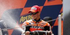 Casey Stoner en el podio de Catalunya